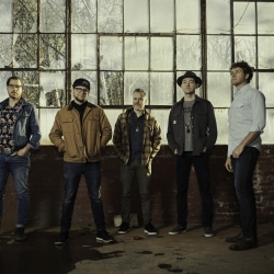 THE INFAMOUS STRINGDUSTERS ANNOUNCE NEW ALBUM 'RISE SUN' DUE APRIL 5 VIA TAPE TIME RECORDS